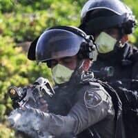 """משבר הקורונה: שוטרי מג""""ב במהלך עימות עם פלסטינים, מרץ 2020 (צילום: Nasser Ishtayeh/Flash90)"""