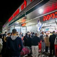תור בכניסה לסופרמרקט רמי לוי באשדוד, 14 במרץ 2020