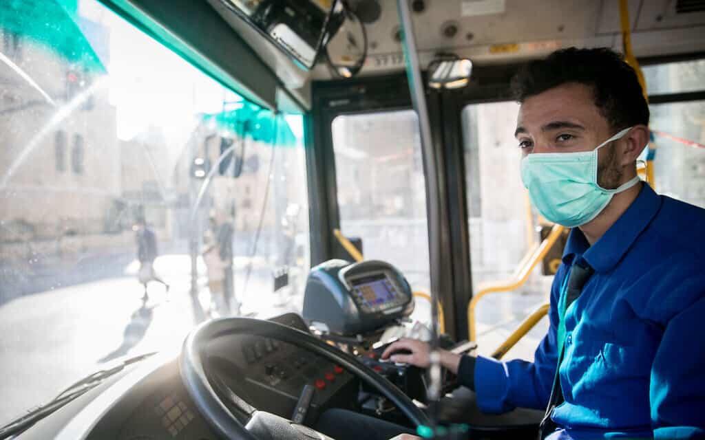 משבר הקורונה: נהג אוטובוס, 16 במרץ 2020 (צילום: Yonatan Sindel/Flash90)