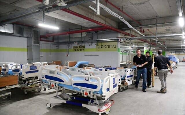 הכשרת מחלקה חדשה בבית החולים תל השומר בעקבות התפשטות מגפת הקורונה. מרץ 2020. (צילום: Yossi Aloni/Flash90)