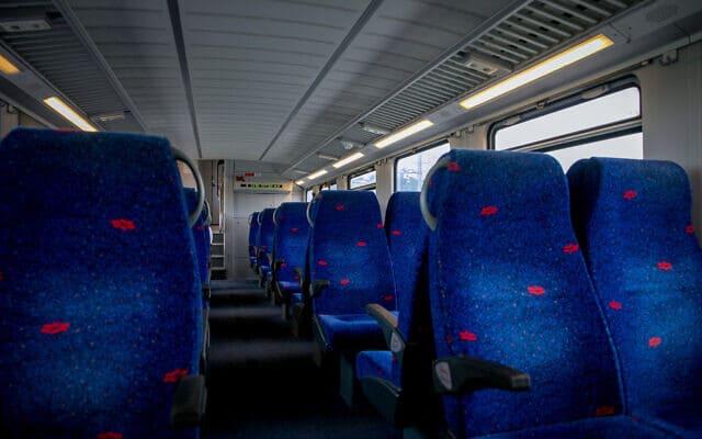 משבר הקורונה: קרון רכבת שומם, רגע לפני ההשבתה (צילום: Yossi Aloni/Flash90)