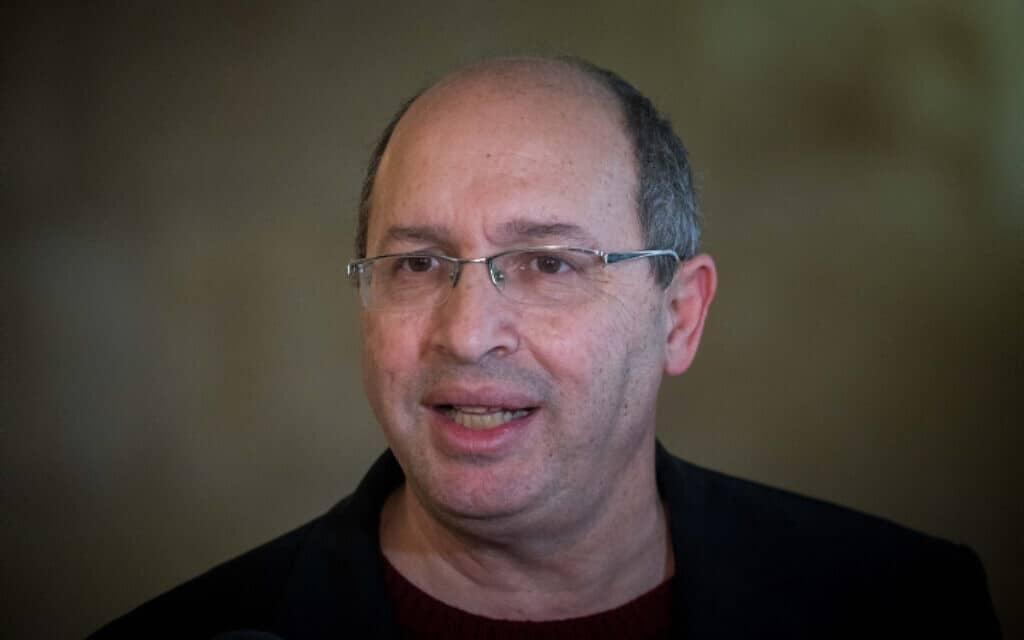 אבי ניסנקורן בבית המשפט העליון בדרכו להגיש עתירה נגד יושב ראש הכנסת אדלשטיין, היום (צילום: יונתן זינדל, פלאש 90)