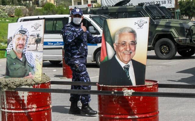 כוחות ביטחון פלסטינים חוסמים את הכניסה לשכם בגדה המערבית, כדי למנוע התפשטות נגיף הקורונה. מרץ 2020 (צילום: Nasser Ishtayeh/Flash90 *)