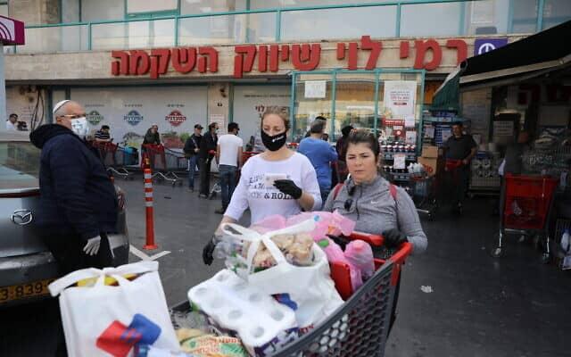 אפקט הקורונה: רק חנויות המזון (בצילום) והפארם נותרו פתוחות (צילום: Olivier Fitoussi/Flash90)