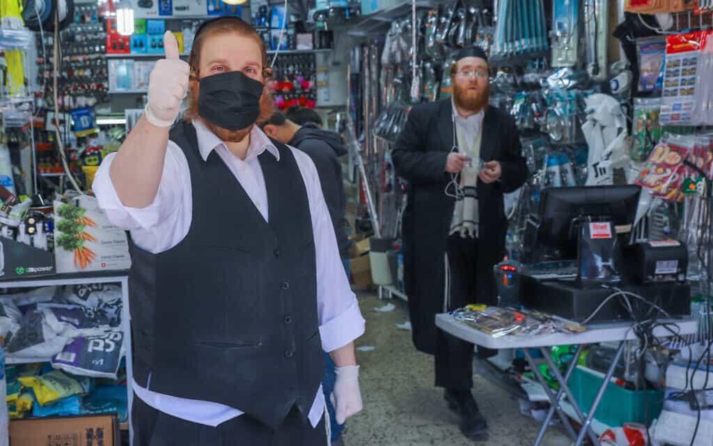 חנות בבני ברק, רגע לפני החמרת סגר הקורונה, 25 במרץ 2020 (צילום: Photo by Yossi Aloni/Flash90)