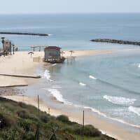 חוף ימה של נתניה, 26 במרץ 2020 (צילום: גילי יערי, פלאש 90)