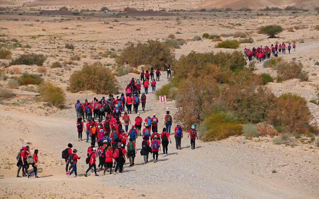 """השנה השלישית למרתון """"הולכות להרים הרים"""" לאות הזדהות עם נשים עגונות (צילום: אירית עמית/Courtesy)"""