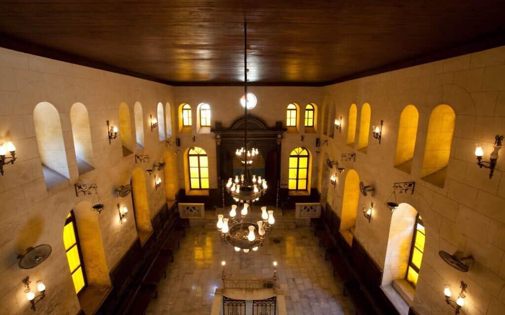 """פנים בית הכנסת """"הרמב""""ם"""" בקהיר (צילום: באדיבות סמי ארי)"""