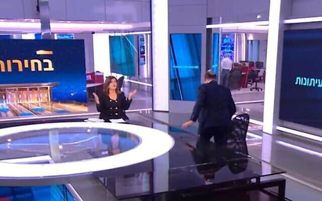 נפתלי בנט נמלט מהאולפן של רינה מצליח (צילום: צילום מסך, חדשות 12)
