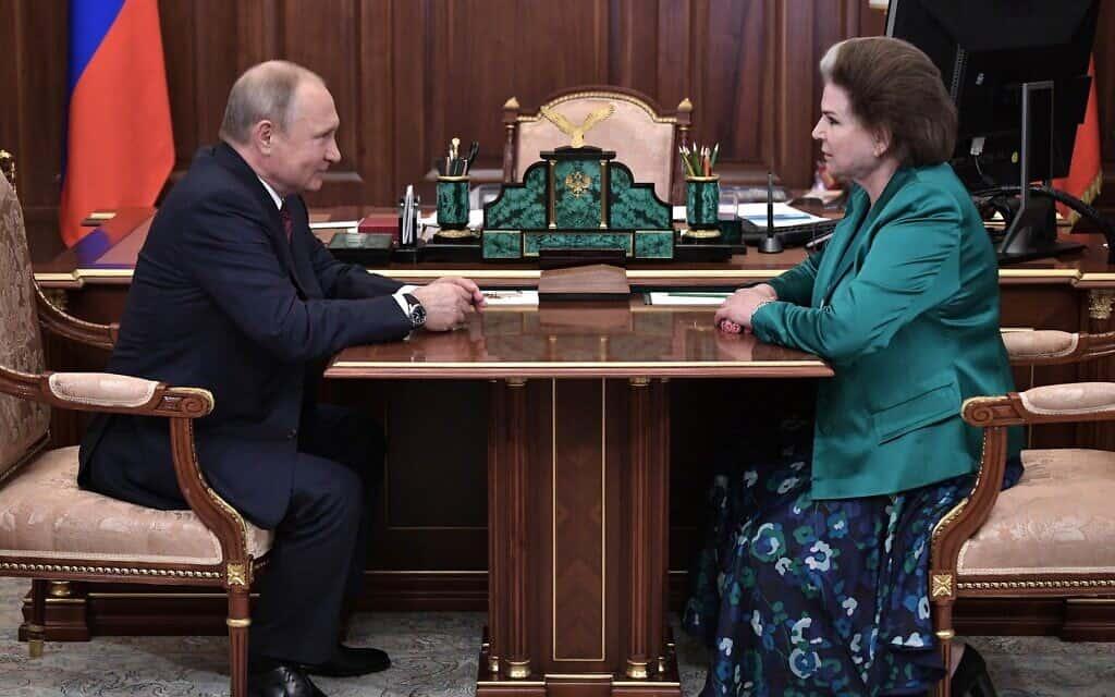 פוטין מברך את טרשקובה לרגל 55 שנה מאז טיסתה לחלל (צילום: אתר הנשיאות הרוסית, www.kremlin.ru, 16.6.2018)