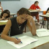 תלמידים נבחנים, צילום ארכיון; למצולמים אין קשר לדיווח (צילום: פלאש 90)