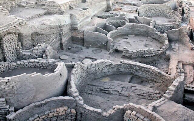 """ממגורות במצרים, המאה ה-14 לפנה""""ס"""