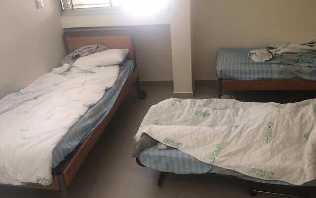 צפיפות בבית חולים פסיכיאטרי. אין מרווח בין המיטות