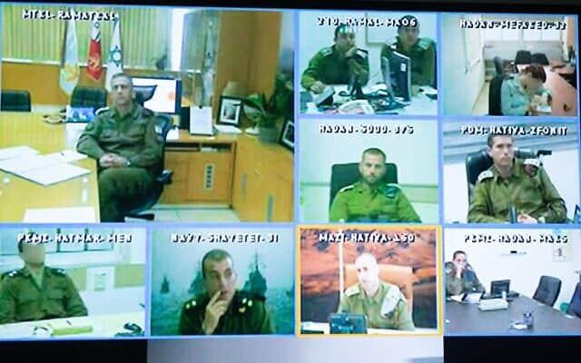"""הרמטכ""""ל בשיחת וידאו עם מפקדי צה""""ל על הנחיות קורונה (צילום: דובר צה""""ל)"""