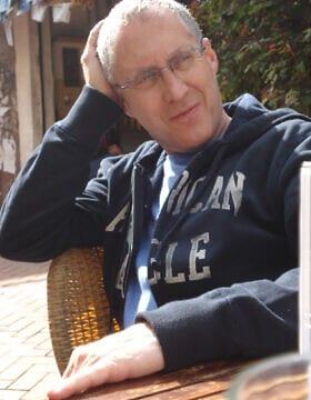 ההיסטוריון מארק קנובל אשר חוקר את הקהילה היהודית בצרפת כעשרים שנה (צילום: באדיבות קנוב)