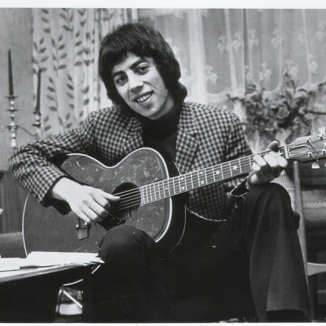 גרהם גולדמן והגיטרה ב-1966 (צילום: grahamgouldman.info)