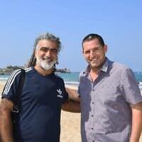 ראש המועצה אסיף איזק ומוש בן ארי (צילום: מתוך עמוד הפייסבוק של המועצה האזורית חוף הכרמל)