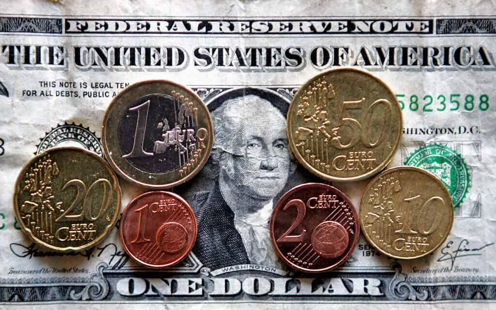 דולר אמריקאי (צילום: AP Photo/Michael Probst)
