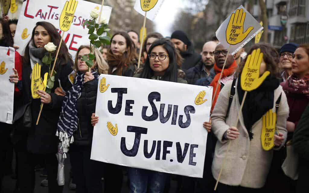 הפגנה נגד אנטישמיות בצרפת בעקבות אירוע דקירה של קשישה יהודייה, ארכיון, 2018 (צילום: AP Photo/Thibault Camus)