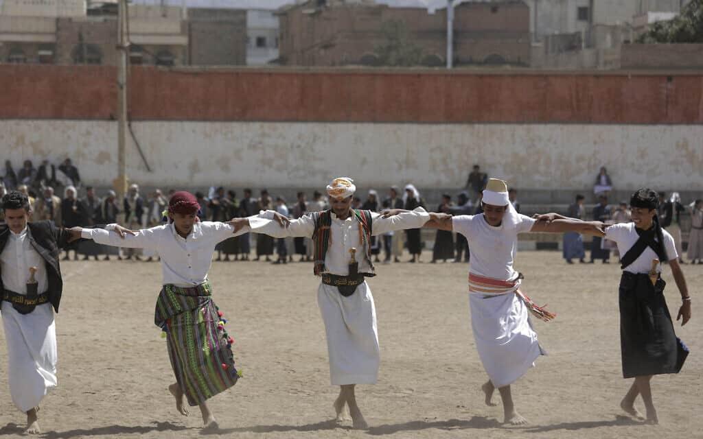 ריקוד מסורתי של שבט תימני התומך בחות'ים, פברואר 2020 (צילום: AP Photo/Hani Mohammed)