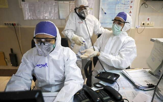 מגפת הקורונה: צוות רפואי מתמגן באיראן, מרץ 2020 (צילום: Koosha Mahshid Falahi/Mizan News Agency via AP)