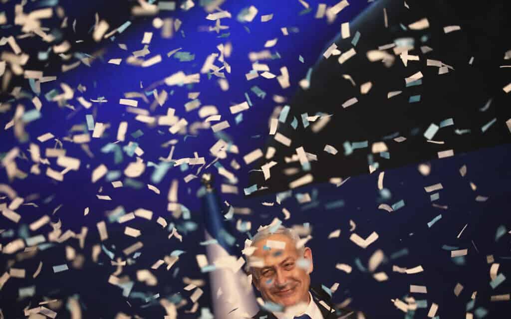 נתניהו בתל אביב לאחר פרסום המדגמים במערכת הבחירות האחרונה, 3 במרץ 2020 (צילום: Oded Balilty, AP)
