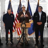 המושל קואומו לוקח פיקוד: מסיבת עיתונאים בניו יורק, 13 במרץ 2020 (צילום: AP Photo/John Minchillo)