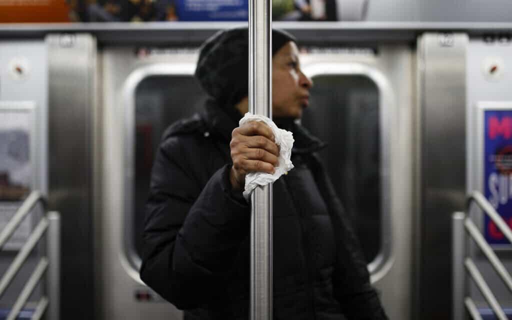 מגפת הקורונה בניו יורק (צילום: AP Photo/John Minchillo)