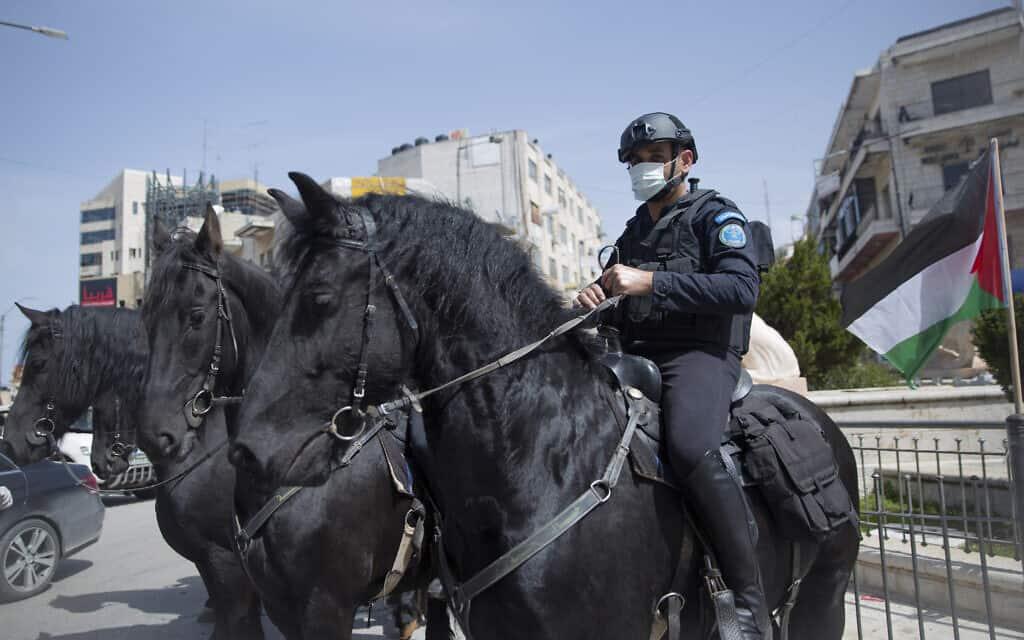 משבר הקורונה: אכיפת מגבלות התנועה ברמאללה, מרץ 2020 (צילום: AP Photo/Nasser Nasser)