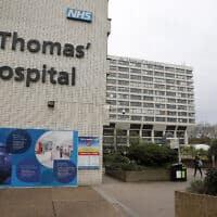 בית החולים סנט תומאס במרכז לונדון, שבו מאושפז ג'ונסון (צילום: Frank Augstein, AP)