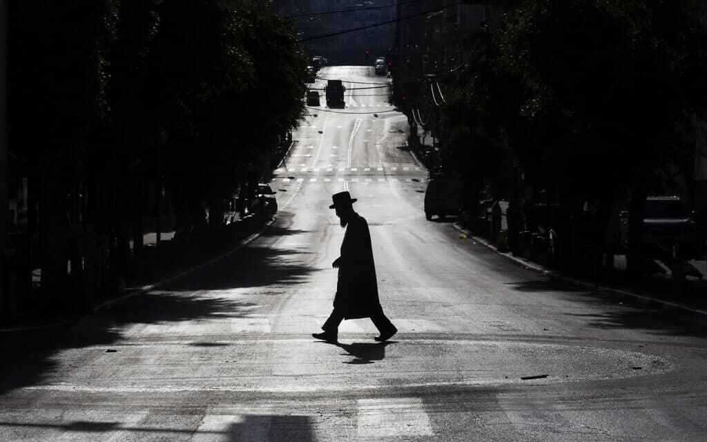 ערב פסח 2020 בבני ברק (צילום: AP Photo/Oded Balilty)