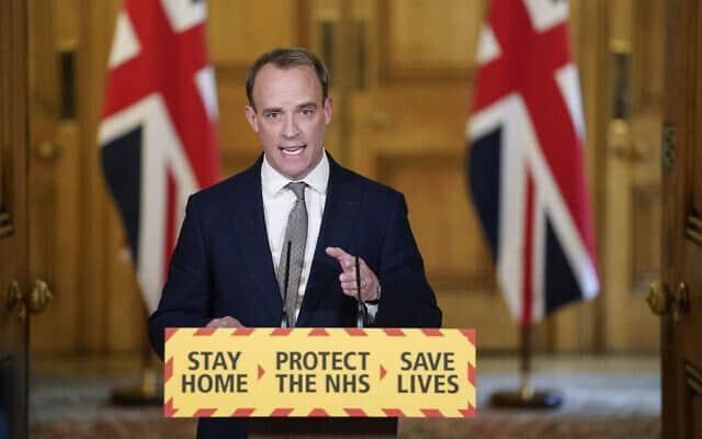 דומיניק ראב, שר החוץ של בריטניה, החליף את בוריס ג׳ונסון בזמן שראש הממשלה החלים ממחלת הקורונה (צילום: Andrew Parsons/10 Downing Street/ via AP)