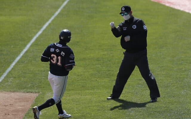 לא לוותר על פעילות גופנית! אימון בייסבול בדרום קוריאה (צילום: AP Photo/Lee Jin-man)
