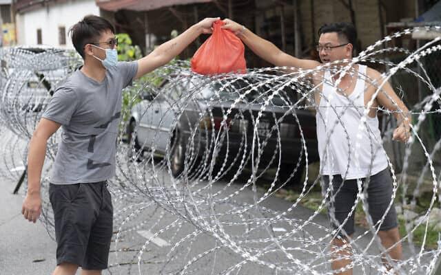 עידן הקורונה: מלזיה, 26 באפריל 2020 (צילום: AP Photo/Vincent Thian)