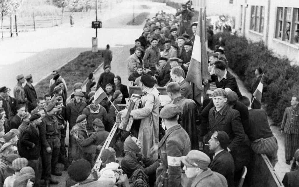 שחרור ברגן-בלזן, מאי 1945 (צילום: AP)