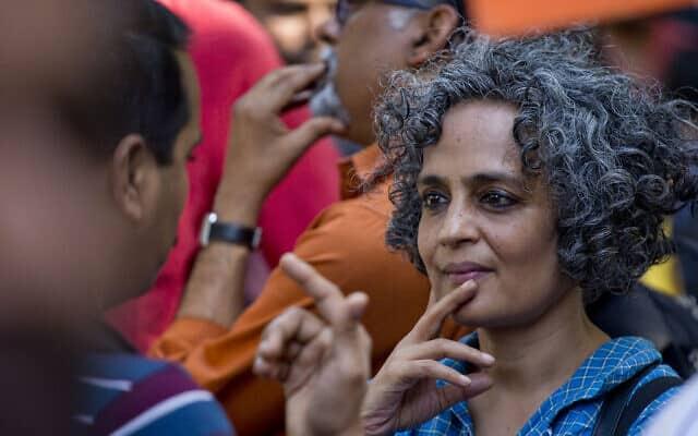 ארונדהטי רוי (צילום: AP Photo/Manish Swarup)