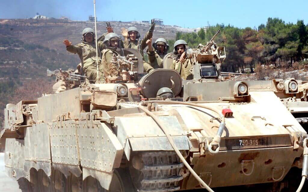 """כוחות צה""""ל יוצאים מלבנון. אוגוסט 2006 (צילום: לע״מ MILNER MOSHE)"""