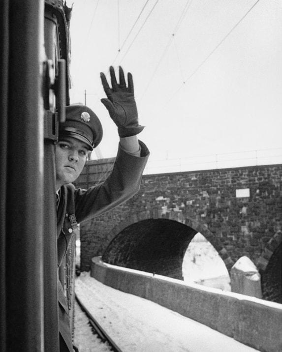 אלביס פרסלי על הרכבת לממפיס, 1960 (צילום: הנרי דאומן/daumanpictures.com, כל הזכויות שמורות)
