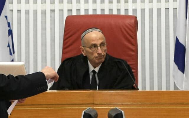 שופט בית המשפט העליון אדמונד לוי ב-2009 (צילום: קובי גדעון/פלאש90)