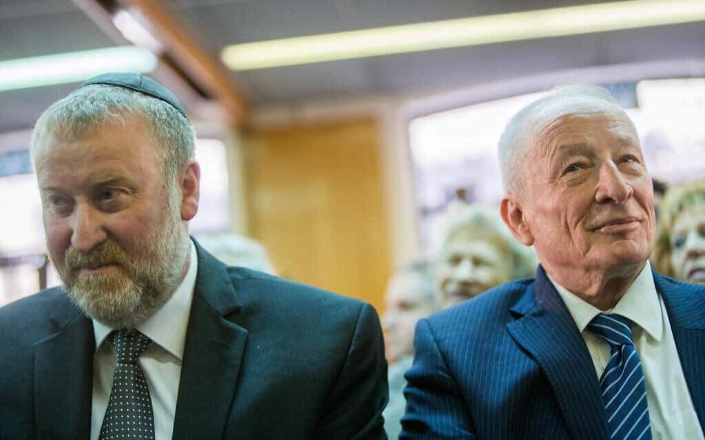 היועמ״ש לשעבר יהודה וינשטיין והיועמ״ש בהווה אביחי מנדלבליט, ב-1 בפברואר 2016 (צילום: יותנן זינדל/פלאש90)