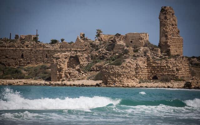 חוף המבצר בעתלית (צילום: Hadas Parush/Flash90)