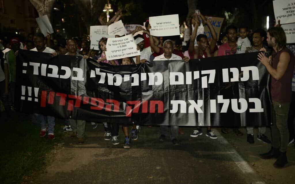 הפגנה נגד חוק הפיקדון בתל אביב, ב-10 ביוני 2017 (צילום: תומר נויברג/פלאש90)