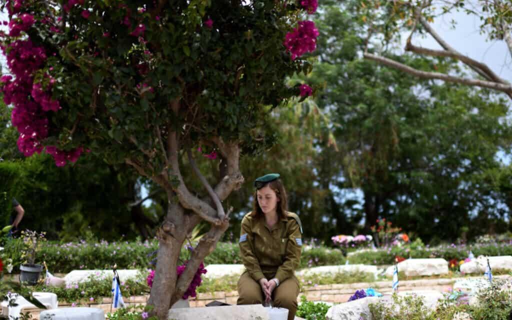 בית העלמין קריית שאול בתל אביב (צילום: גילי יערי, פלאש 90)