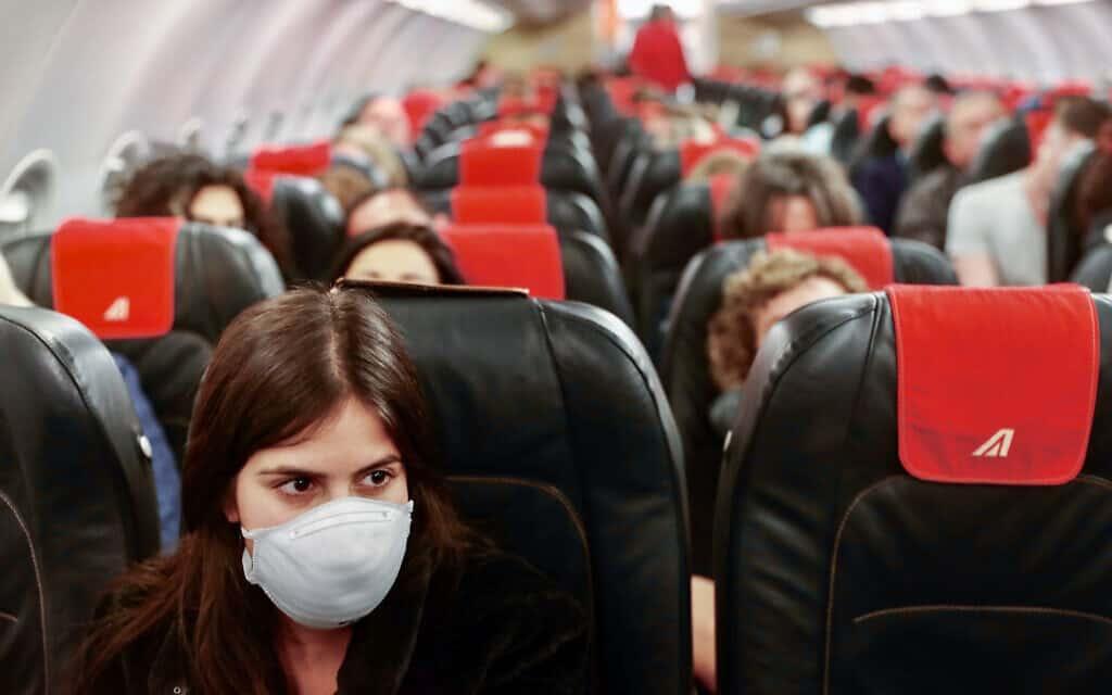 ראשית משבר הקורונה: טיסה מתל אביב לרומא, פברואר 2020 (צילום: Nati shohat/Flash90)