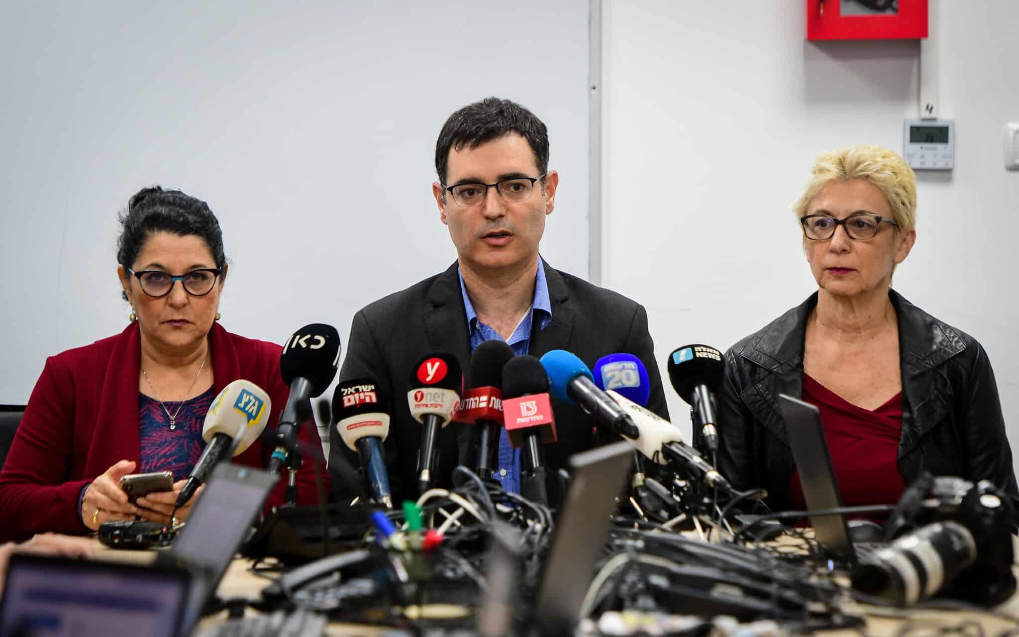 ראשי משרד הבריאות במסיבת עיתונאים עם פרוץ מגפת הקורונה, ב-27 בפברואר 2020 (צילום: אבשלום ששוני/פלאש90)