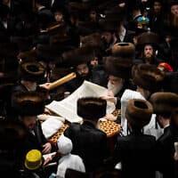 קריאת ההגדה בקהילה החרדית בירושלים בפורים השנה, 10 במרץ (צילום: Yonatan Sindel/Flash90)