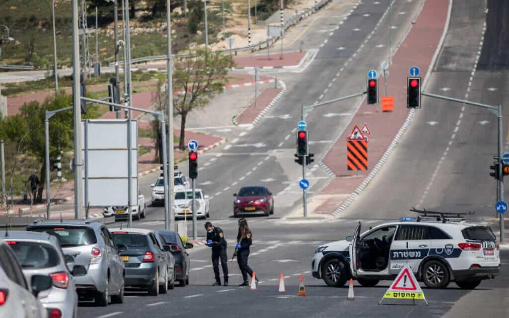 נקודת בידוק בירושלים, 3 באפריל 2020 (צילום: יונתן זינדל, פלאש 90)