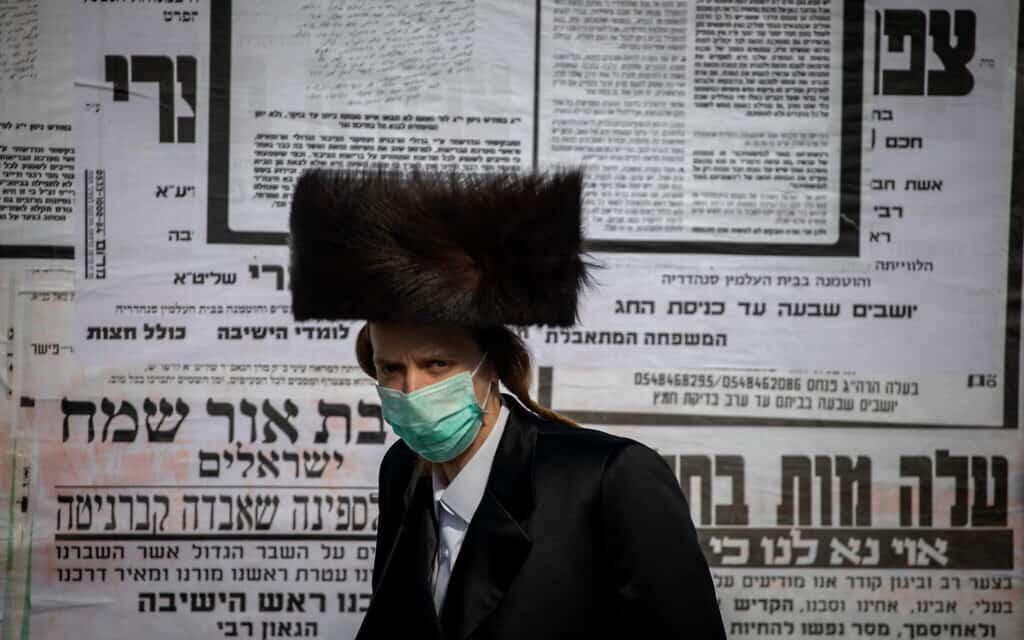 גבר חרדי בירושלים, אפריל 2020 – משבר הקורונה (צילום: Yonatan Sindel/Flash90)