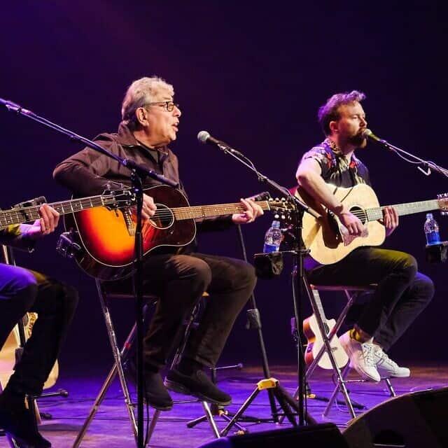 גרהם גולדמן, שני משמאל, בסיבוב ההופעות הנוכחי שלו, Heart Full of Songs