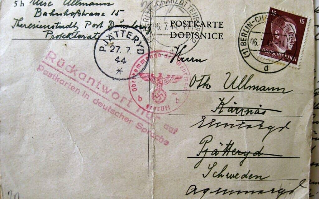 מעטפה ועליה בול של היטלר, שאמו של אוטו אולמן, אליזה, שלחה לו מטרזיינשטט (צילום: אליזבת אוסברינק)